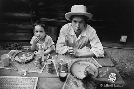 Bob Dylan with son Jesse, Byrdcliff home, Woodstock, NY, 1968 by Elliott Landy