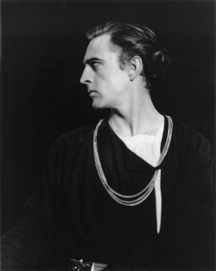 Edward Steichen: John Barrymore as Hamlet, 1922
